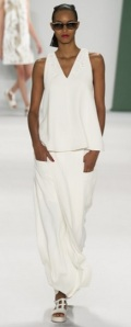 Proportion all white outfit S/S 2015 Carolina Herrera